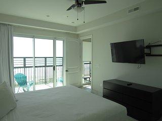 Bali Bay 405, 3BR Ocean Front, Modern, Luxurious Condo