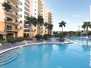 Relaxing Studio w/ Private Balcony & Whirlpool, 4 Resort Pools & 3 Golf Courses