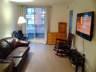 Awesome 2 Bedrooms & 1 Bath Condo: Large, Clean and Tidy