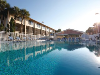 Spacious Condo Just 1 Mile from Universal Orlando w/ Resort Pool, WiFi & More