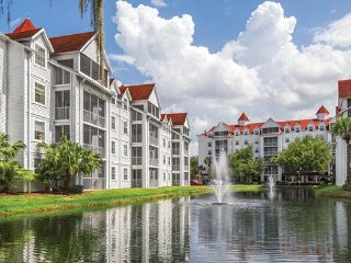 Lakefront Resort 3BR w/ Pools, Beach, Watersports, WiFi  & 2 Miles From Disney!