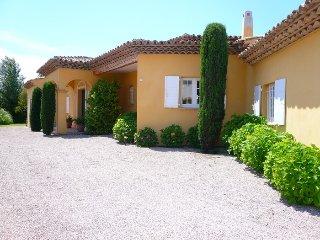Belle villa provencale avec piscine chauffee
