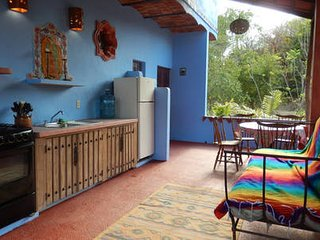 Bohemian Rustic 2-Floor Suite 15 minute walk to Plaza close to hidden beaches