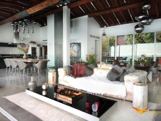 RJ020- Luxury Villa in Joa