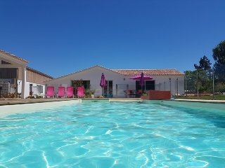 Maison proche plage avec piscine chauffee, 12 personnes