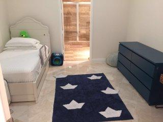 The Blu -Luxury Oceanview 3 Bedrooms + 3 Bathrooms