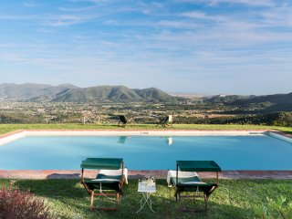 11th CENTURY VILLA, Stunning View & Pool, Unrivaled Private Setting near Lucca