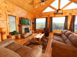 2BR Luxury Cabin with Amazing Smoky Mountain Views
