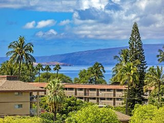 Maui Banyan #Q403 1Bd/1Ba Partial Ocean View, Spacious Condo, A/C Sleeps 2