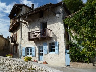 Beautiful Quercy stone Holiday cottage with stunning views