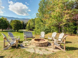 Convenient condo w/ shared pool & hot tub - mtn views, near town & slopes!