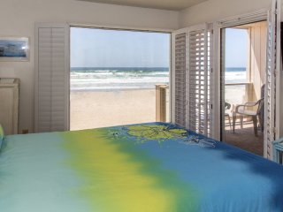 Ocean Front Condo on the sand Mission Beach