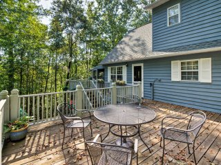 Mountaintop Franklin Home in Nantahala Forest!