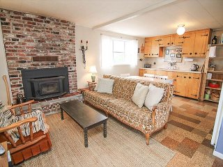 Neskowin Cottage Steps from the Beach and Charming Village!