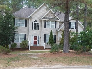 Country Charmer, walk to dinner or stores, short drive to Raleigh or Wilson