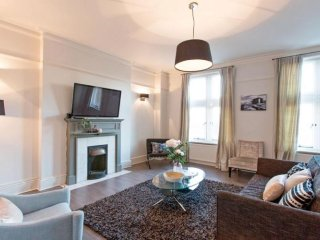 Kensington High Street Luxury apartment in Kensington & Chelsea with WiFi & lift