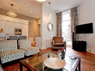 Kensington High Street apartment in Kensington & Chelsea with WiFi, private terr