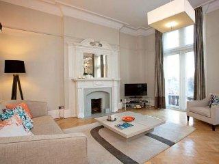 Exquisite Kensington High Street apartment in Ken…