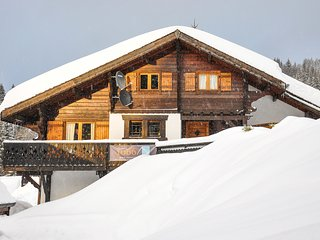 Chalet Duc du Savoie - 5 bedrooms, close to village centre and piste