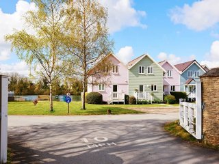 NO.44 Twitchers Lodge - Holiday Cottages in Cotswold Water Park