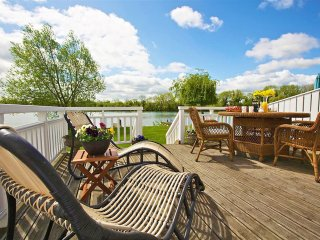 Caterina Lake Lodge - Holiday Cottages in Cotswold Water Park