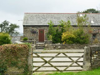 Charming barn conversion with wood burner near Looe
