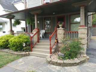 Charming Historical home minutes to MetroHealth/Downtown Cleveland