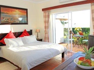 Somerset Sights B&B - Fynbos Suite