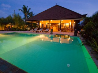 Villa Lovina-beach 1, 8 pax expandable to 16 pax, lovely place next to the beach