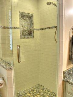 Master Bathroom w/ Walk-in Tiled Shower