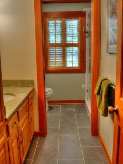 UPPER FLOOR Full bathroom w/ walk in shower