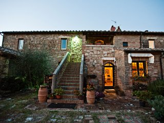 Luxury Country Villa in Val d'Orcia close to Montepulciano, Pienza and hot pools