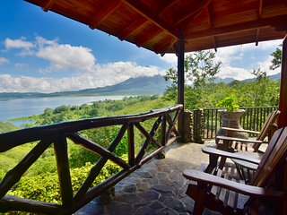 Luxury Cottage w/ sweeping views of the Volcano & Lake. Pool and Hot Tub access.