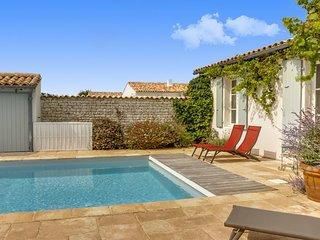 Villa avec deux maisons et une piscine, à Loix