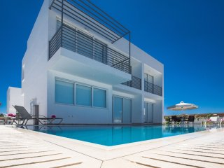 Cyprus In The Sun Villa Pearl 18 Gold
