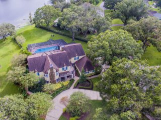 Majestic Brant Manor: 8 Bdrm, Lakefront Mansion w/ Htd Pool, 15Min from Downtown