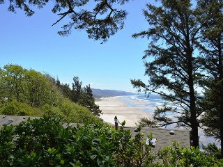 THE PURCELL HOUSE~Dazzling coastline ocean views in a private setting.