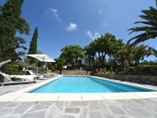 Independent villa with private pool, tennis court, large garden, bbq, wifi
