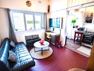 Sunny hip 2BDR beach apartment bondi beach