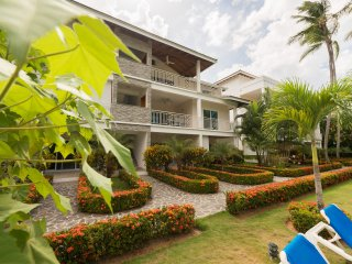 LAS TERRENAS 2 BED CONDO - SUPER QUIET & PRIVATE LOCATION - WALK TO THE BEACH!
