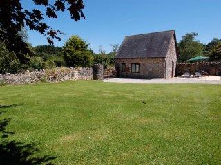 THE GARDEN COTTAGE, detached cottage, sleeps 4, extensive garden, Ref 967208