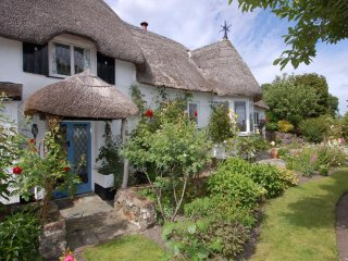 APPLETREE COTTAGE, picture perfect thatched cottage in Dartmoor National Park. W