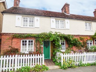 ROSE COTTAGE, WIFI, exposed wooden beams, Horsham centre walking distance, Ref 9
