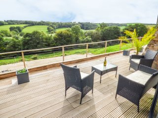 RAMSTORLAND VALLEY VIEW, barn conversion, open plan, WiFi, scenic views, in