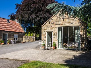 THE FLOUR POT detached stone cottage, en-suite, WiFi, Pickering, Ref 936971