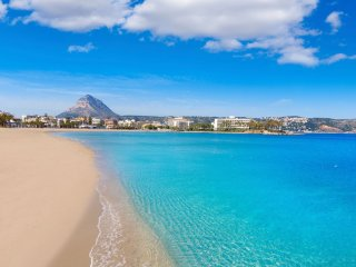 Arenal Beach + Restaurants 100m, Air-con, Free WiFi, Pools, Underground Parking!