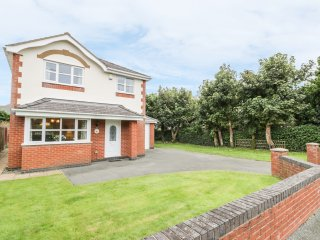 COED RHOSYN, pet friendly, garden with patio, close to the beach, in Morfa