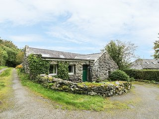 TY CERRIG, pet friendly, character holiday cottage with a garden in Llanbedr, Re
