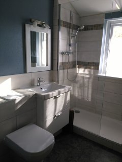 dear ensuite fitted shower-room in the studio.