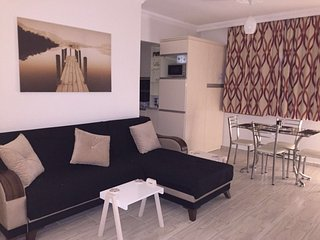 Yaz Apartment - Trendy boutique apartment on quiet complex close to town